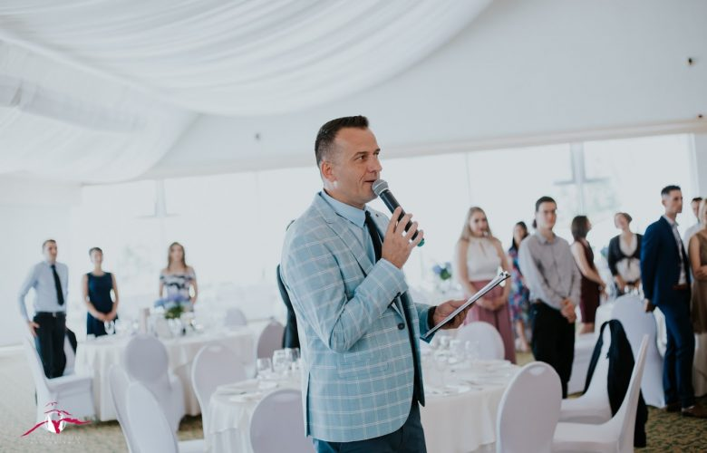 házigazda esküvőre