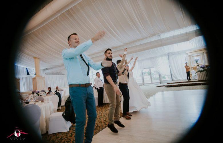 házigazda esküvőre maros